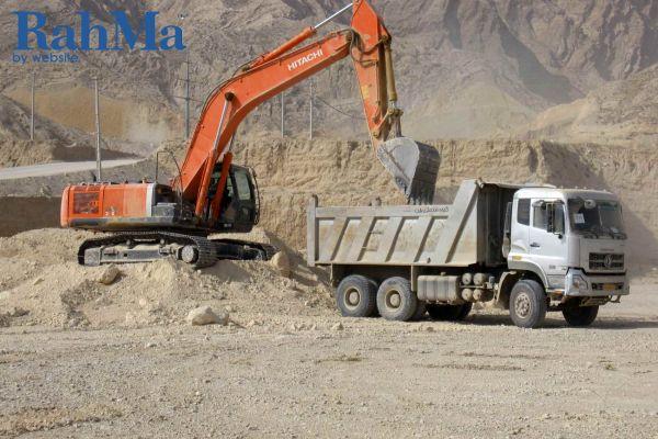عملیات تراس بندی و آماده سازی اراضی فاز دوم پتروشیمی