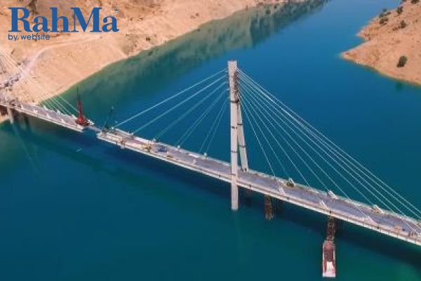 طراحی، ساخت و نصب پل کابلی عبور لوله نفت و گاز کارون 4 به روش EPC