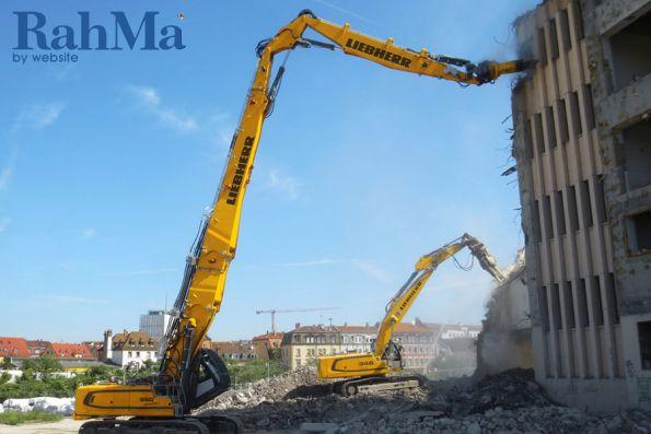 تخریب اداره پست شهر نورنبرگ توسط بیل مکانیکی لیبرر مدل R 950