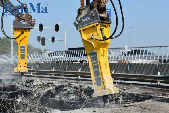 پیمانکار هلندی سه پل را در 48 ساعت تخریب کرد